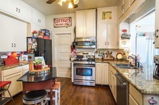Hollister, CA: Kitchen