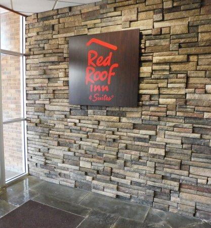 Owego, Нью-Йорк: Red Roof Sign
