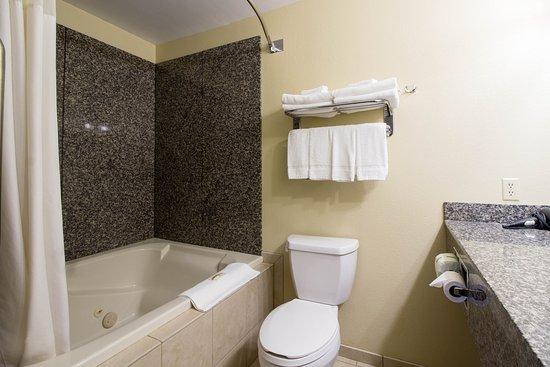 Marshall, MN: Bathroom