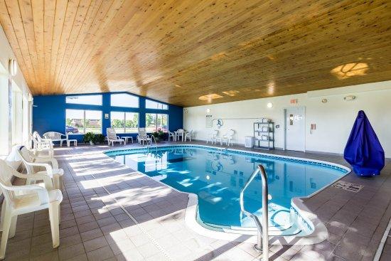 Marshall, MN: Pool