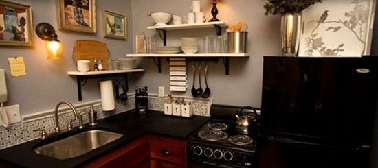 3rd Street Flats: Kitchen