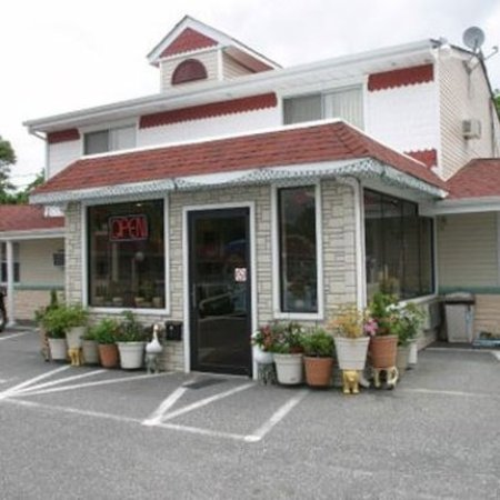 Economy Motel Inn & Suites: Exterior