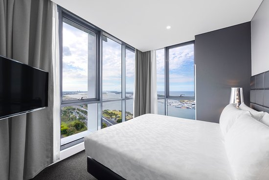 Southport, Australia: Ocean Suite With Bedroom BEDROOM