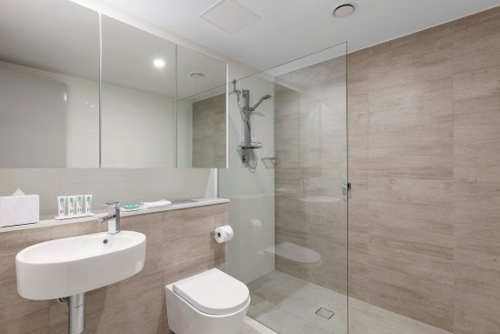 Southport, Australia: Ocean Suite With Bedrooms NDBATHROOM