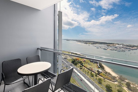 Southport, Australia: Ocean Suite With Bedrooms BALCONY