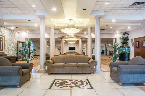 Quality Inn & Suites Palm Island Indoor Waterpark: Lobby