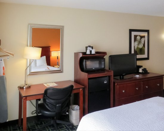 Quality Inn Cranberry Township: Guest room