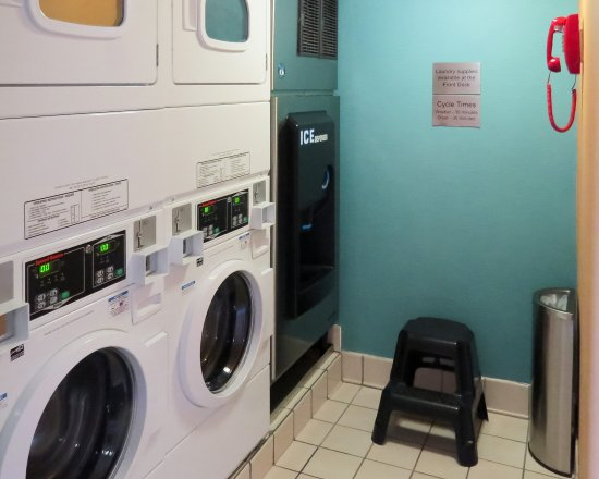 Quality Inn Cranberry Township: Guest laundry facilities