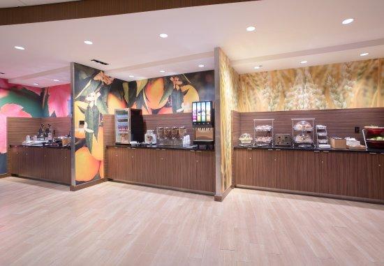 Burlington, CO: Breakfast Buffet