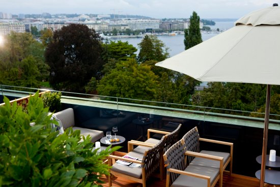 Hotel Metropole Geneve: Lake Geneva and the Jet d'eau from the 5 Lounge