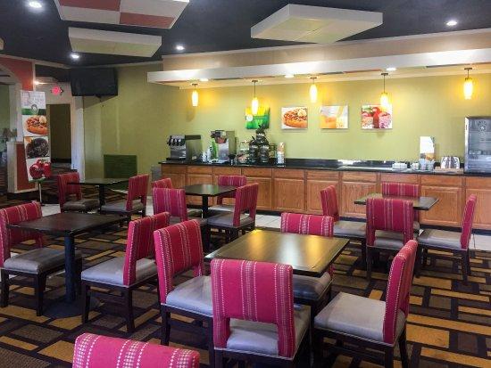 Lenexa, KS: Breakfast Area