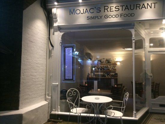 Cowes, UK: Outside the front of Mojac's with outside seating