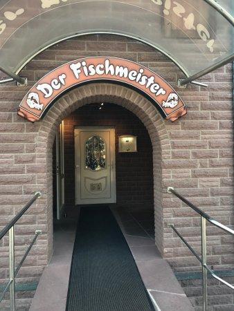 Langelsheim, Deutschland: Абсолютно уютное место в глухой глуши, на рыбной ферме. Никакого английского. В итоге делали зак