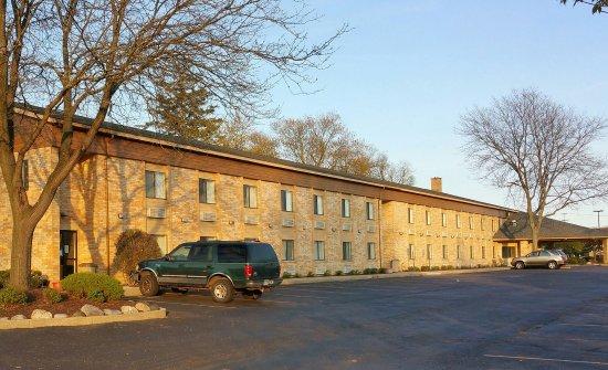 Delafield, WI: Exterior