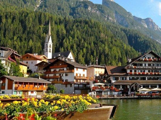 Alleghe, Italie : Il luogo ove è situato l'Ufficio Turistico
