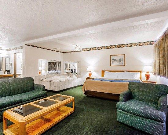 Ozark, MO: Suites Specialty Rooms