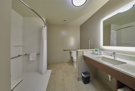 Holiday Inn Express Hermiston Downtown Roll In Shower