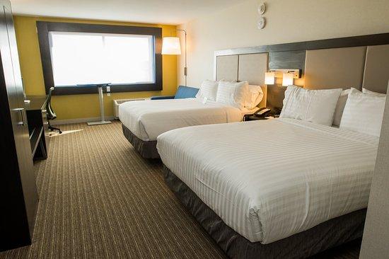 Marietta, OH: Queen Bed Guest Room