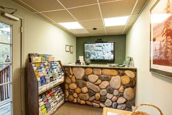 North Lake Lodges & Villas : Front Desk