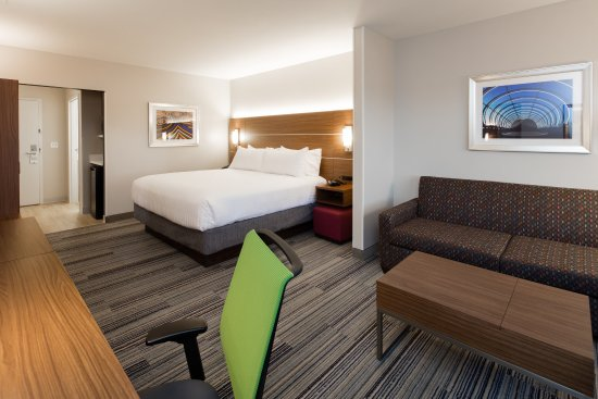 East Peoria, IL: Our spacious Suites are great when you want to really relax!