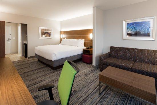 Ανατολική Peoria, Ιλινόις: Our spacious Suites are great when you want to really relax!