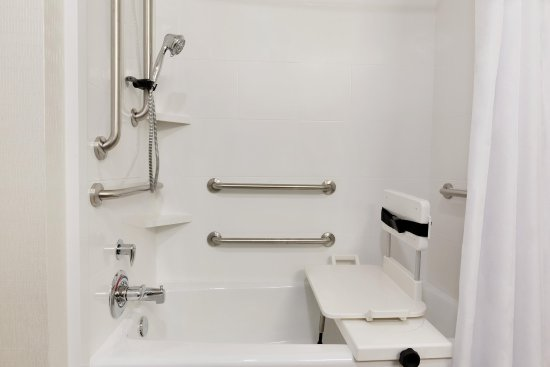 Niles, OH: Accessible Tub