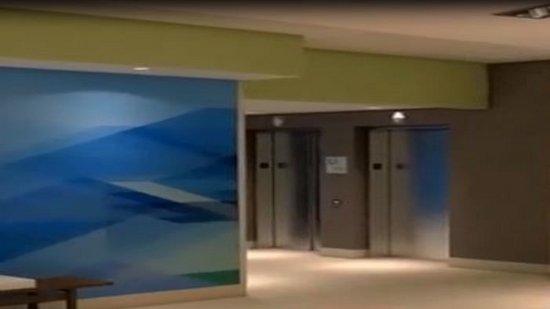 Moore, OK: Elevator Lobby