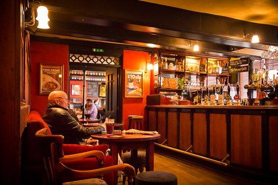 Abergavenny, UK: The bar