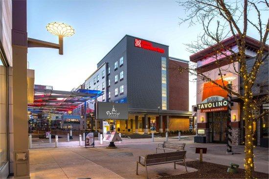 Φόξμπορο, Μασαχουσέτη: Hotel Surrounding Shops
