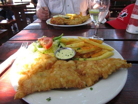 Kommetjie, Νότια Αφρική: Fish and Chips anyone, huge portions