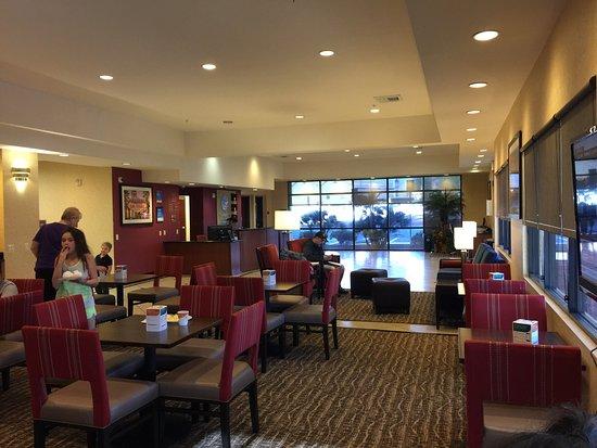 Comfort Inn & Suites Las Vegas: Lobby.