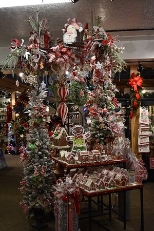 Christmas Place: Inside decorations 2 & Inside decorations 2 - Picture of Christmas Place Pigeon Forge ...