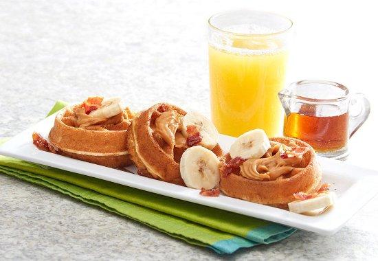Cuero, Техас: Mini Waffles, Big Taste