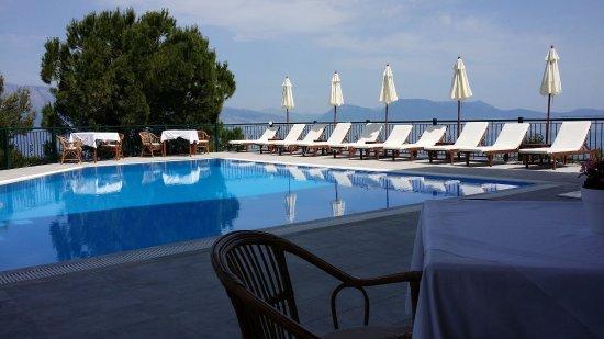 Aliki Hotel: poolside