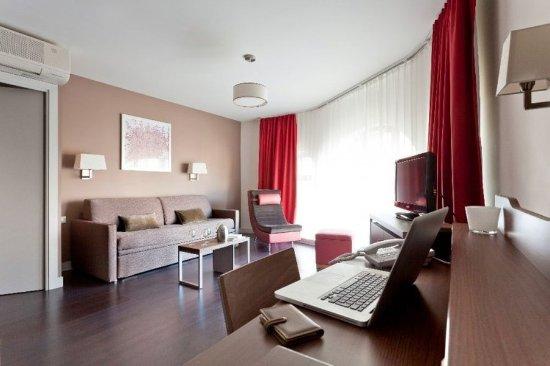 City Lofthotel Saint-Etienne : Room