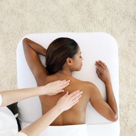 Geneva, إلينوي: Massage loosens muscles and joints to reinforce the body's natural movements.