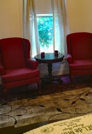Jefferson, TX: Kings Room Chairs Side
