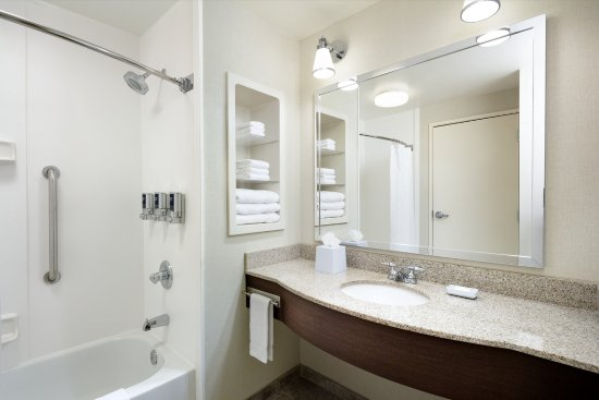 West Chester, OH: Guestroom Bathroom