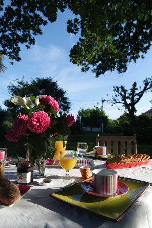 Itxassou, Francia: Petit déjeuner sous le chêne