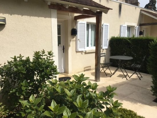 Montfort-l'Amaury, France: Terrace