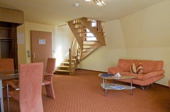 Varel, Alemania: Wohnbereich Maisonette Familienzimmer
