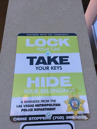 Comfort Inn & Suites Las Vegas: Sign.
