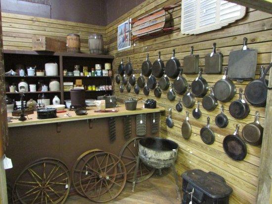 Waverly, TN: Cast iron display