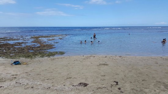 Puerto Viejo Beach: Blue colored water.