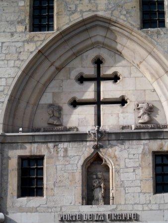 Croix de lorraine surplombant la porte de la craffe for Things to do in la porte