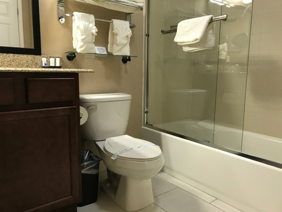 Crawfordsville, IN: SUITE BATHROOM
