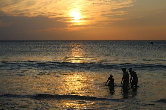Jinotepe, Nicaragua: Beautiful sunset  at Gigante beach