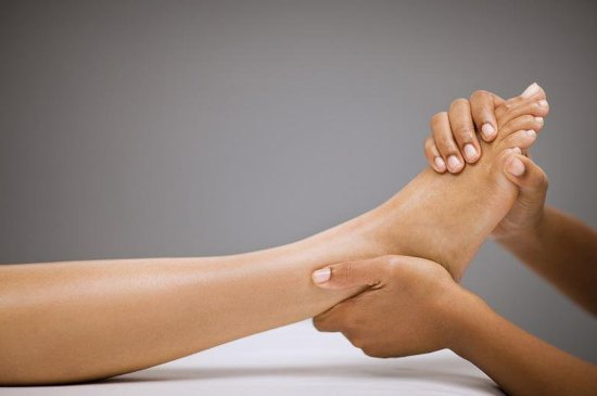 Wheaton, IL: Soothe tired feet with exfoliating sugar scrub and moisturizing body butter.