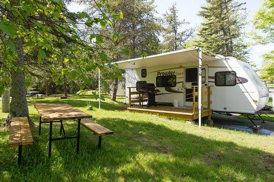 Riviere du Loup Municipal Campground (Camping Municipal de la Pointe): Prêt-à-camper pour 5 personnes