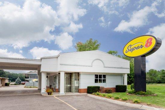Super 8 Stevensville: Exterior of Hotel Lobby